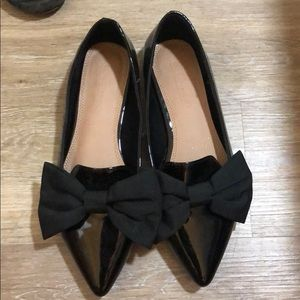 Patent leather flats with bow